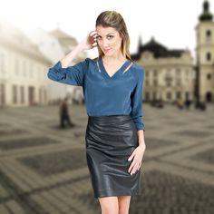 A saia lápis, mais versátil do guarda roupa feminino, é perfeita para o ambiente de trabalho e a versão em couro é moderna e sexy. Aposte!