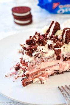 Supremely rich and creamy cheesecake filled with red velvet Oreo flavors atop a Red Velvet Oreo crust. No baking required! No Bake Cheesecake Filling, Cheesecake Swirl Brownies, Red Velvet Cheesecake, Easy Cheesecake Recipes, Oreo Cake, Cheesecake Bites, Pumpkin Cheesecake, Easy Cake Recipes, Dessert Recipes