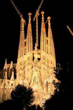 La Sagrada Familia de noche