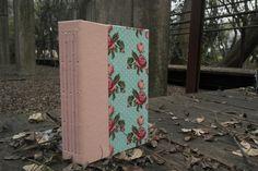 Encadernação artesanal by Felice Estudio #feliceestudio #encadernação #bookbinding #caderno #sketchbook
