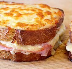 sandwich croque monsieur My Favorite Food, Favorite Recipes, Salad In A Jar, Juice Diet, Chapati, Kitchen Recipes, Bread Baking, Food To Make, Brunch