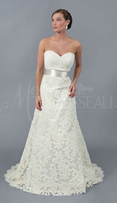 I'm not a huge fan of lace but this is so pretty.@Kelli Hutchinson