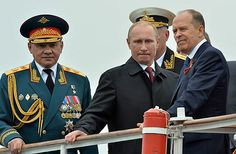 9日、ウクライナ南部クリミア半島のセバストポリを訪れたプーチン・ロシア大統領(中央) ▼10May2014時事通信|ロシア大統領がクリミア訪問=編入後初、欧米は反発 http://www.jiji.com/jc/zc?k=201405/2014050900965 #Crimea #Sevastopol #Vladimir_Putin