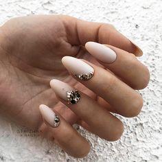 18 Nude Nails Designs for a Classy Look ★ Nude Nails with Rhinestones . Elegant Nail Designs, Elegant Nails, Cool Nail Designs, Ongles Bling Bling, Rhinestone Nails, Nail Swag, Bridal Nails, Wedding Nails, Nude Nails