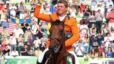 Jeroen Dubbeldam heeft zondag 7 sept 2014  bij de Wereldruiterspelen in Caen als eerste Nederlander ooit goud gewonnen bij het springen. De olympisch kampioen van 2000 bleef foutloos in de finaleronde.