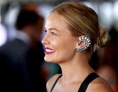Brincos que envolvem a orelha, os ear cuffs ganham adeptas de estilo
