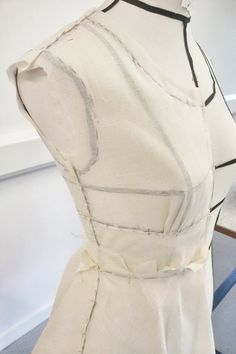 Draping on the stand - dress structure development; fashion design techniques; pattern making; moulage; garment construction