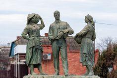 Памятник молдавским колхозникам