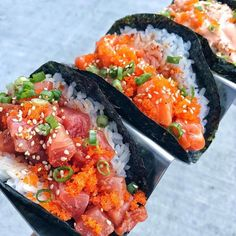 Sushi, Nigri Sashimi, rolls and more. Sushi is artisitic. This is my comfort food. I love it so much that finding the best of the best is. Sushi Recipes, Asian Recipes, Cooking Recipes, Healthy Recipes, I Love Food, Good Food, Yummy Food, Tasty, Japan Sushi