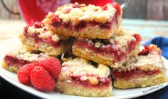These festive Cranberry Cheesecake squares are creamy, sweet, slightly tart and extra delicious! Cut them small for a treat or big for a decadent dessert! Strawberry Rhubarb Bars, Raspberry Crumble Bars, Raspberry Cookies, Raspberry Desserts, Red Raspberry, Dessert Simple, Fun Desserts, Dessert Recipes, Holiday Desserts