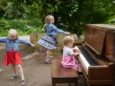 Today we're heading to @sfbotanicalgarden to play piano among the trees! This shot is from last year's Flower Piano event and its one of my favorite pics of the girls ever. Can't wait for more fun today #flowerpiano #sanfrancisco #california #piano #botanicalgardens #sisters #livingwithkids #travelwithkids #dance