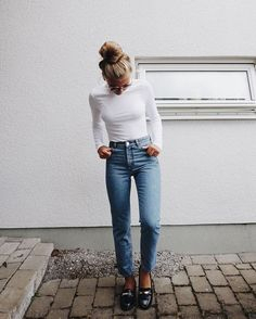 37 Trendy Simple Style Outfits You Need To Know outfits, wearing style,fashion o. - 37 Trendy Simple Style Outfits You Need To Know outfits, wearing style,fashion outfits Source by savitahelfferic - Style Outfits, Mode Outfits, Fashion Outfits, White Outfits, Blue Jean Outfits, Girl Outfits, Fashion Mode, Look Fashion, Autumn Fashion