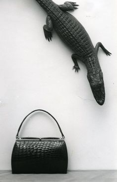 Laukkumuotia 1960-luvulta #käsilaukut #handbag #fashion Handbags, Fashion, Moda, Totes, Fashion Styles, Hand Bags, Fashion Illustrations, Bags, Purses