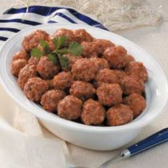 Passover Meatballs from Julie Solinger, Chicago, Illinois.  Very simple way of preparing meatballs for the passover meal.