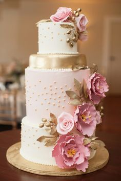metallic gold and pink wedding cake | Elegant Vineyard Wedding | Erin Forehand Photography | Heart Love Weddings