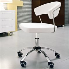Calligaris New York Office Swivel Chair is Internationally renowned as one of the finest furniture brands. Calligaris furniture boasts clean lines, curves and premium quality materials throughout the range, making this a collection of design Bedroom Furniture Online, Modern Furniture Online, Affordable Furniture, Furniture Design, Office Furniture, Upholstered Swivel Chairs, Swivel Office Chair, Home Office Chairs, Contemporary Office