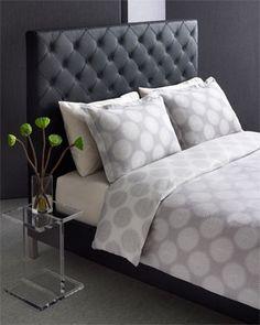 [Bedroom] Tufted headboard + graphic bedding via The W Hotel Linen Bedroom, Home Bedroom, Bedroom Furniture, Master Bedroom, Bedroom Ideas, Dream Bedroom, Hotel Bed, New Beds, Bed Styling