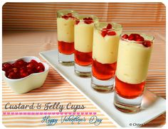 Here is easy-peasy Valentine's Day special treat! I wanted to post something sweet and red and quick for the heading lover's day. Jelly Desserts, Custard Desserts, Custard Recipes, Mini Desserts, Apple Custard, Chocolate Custard, Apple Pie, Dessert Shooters, Pudding Desserts