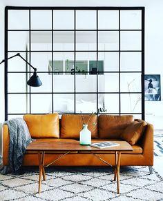 Kvadrater inger tydlighet och bidrar med harmoni till ett rum. #inspiration #glasparti #smide #glasvägg #industrielldesign #industri #industriell #interiordesign