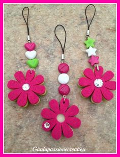 Giada passione creativa: Portachiavi estivi Felt Crafts Diy, Foam Crafts, Fabric Crafts, Paper Flowers Craft, Felt Flowers, Flower Crafts, Sewing Art, Sewing Crafts, Diy Bracelets Video