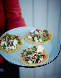 Recette Tacos façon socca au thon et fines herbes : Mélangez 1 verre de farine de pois chiches (en magasins bio ou indiens) avec 2 verres et demi d'eau, 2 c...