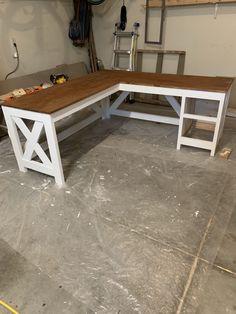 Diy Office Desk, Diy Computer Desk, Diy Desk, Basement Office, Corner Desk Diy, Desk Plans Diy, Diy Wooden Desk, Diy Crafts Desk, Craft Desk