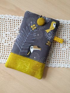 Diy Sewing Projects, Sewing Hacks, Sewing Crafts, Felt Phone, Fabric Crafts, Paper Crafts, Towel Dress, Cell Phone Wallet, Mobiles