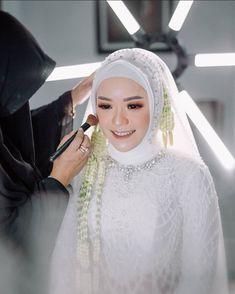 Wedding Looks, Dream Wedding, Bride Makeup Natural, Muslim Wedding Gown, Indonesian Wedding, Muslimah Wedding, Akad Nikah, Wedding Styles, Wedding Inspiration