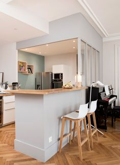 Appartement Lyon 3 : un 100 avec charme de lancien et touche moderne Kitchen Dining, Kitchen Decor, Old Apartments, Kitchenette, Lofts, Home Staging, Interior Design Living Room, Home Kitchens, 100 M2