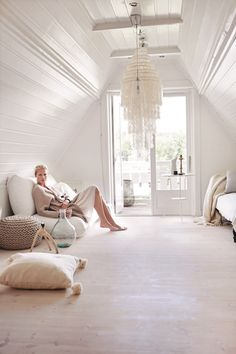 Actress Synnøve Macody Lunds beautiful place, featured in KK Living Styling by Tone Kroken, photo Yvonne Wilhelmsen Lund, Beautiful Actresses, Beautiful Places, Interior Decorating, Homes, Interiors, Living Room, Bedroom, People