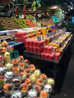 Fruit Paradise in Barcelona I Love Food, Good Food, Yummy Food, Fruit And Veg, Fresh Fruit, Fruit Juice, Paradis Du Fruit, Fruit Paradise, Fruit Shop
