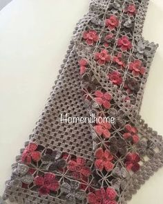 """1,438 Beğenme, 42 Yorum - Instagram'da EVLI❤MUTLU❤HIVA NURLU😇 (@gulun_orgu_cenneti): """"Motifli yelek her rengi güzel görünce dayanamiyorum paylaşıyorum 😊😊 Sipariş için  @homenilhome_…"""" Gilet Crochet, Knit Crochet, Baby Knitting Patterns, Crochet Patterns, Chevron Crochet, Moda Emo, Yarn Projects, Crochet Clothes, Weaving"""