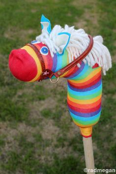 DIY Sock Hobby Horse    This is so cute!  Make a great Christmas gift!
