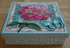 una mariposa en mi hortencia Old Boxes, Cigar Boxes, Decoupage Box, Altered Boxes, Mdf Wood, Painted Boxes, Vintage Wood, Painting On Wood, Decorative Boxes
