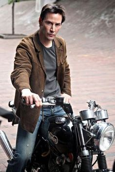 WHY DO WE LOVE KEANU? Because he is an undeniably rugged, handsome, ultra-big time, super shiny movie star. (chicfoo) keanu