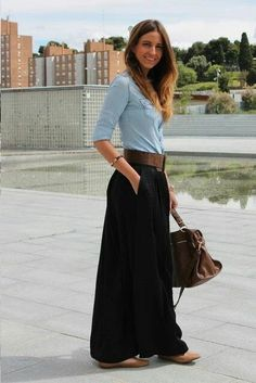 43 Astonishing Maxi Skirts Outfits Ideas That You Will Like It - The fashion scene is became interesting with the emergence of a big trend, wearing maxi skirts. Maxi skirts have been the obsession of many fashion lo. Mode Outfits, Casual Outfits, Fashion Outfits, Womens Fashion, Fashionable Outfits, Look Fashion, Autumn Fashion, Maxi Skirt Outfits, Black Maxi Skirt Outfit