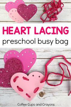 Fun heart lacing busy bag for preschoolers! Great for fine motor practice. #preschoolbusybag #preschool #finemotoractivities