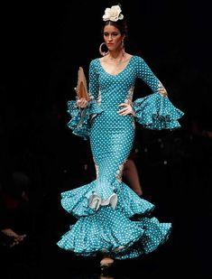 En «Desde mis entrañas», Pilar Rubio se inspira esta temporada en el flamenco de antaño, el mundo taurino y la fuerza de la sangre española (Foto: Raúl Doblado) Spanish Style, Fishtail, Beautiful Dresses, Feminine, Classy, Turquoise, Formal Dresses, Inspiration, Illustration