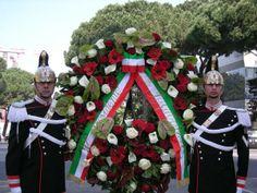 Celebrazione primo maggio - anno 2010 I corrazzieri che portano la corona di fiori