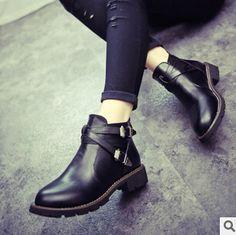 Cheap ENVÍO GRATIS! mujeres botas Martin botas botas de cuero del tobillo de los talones de la hebilla de botas de motocicleta mujer mujer zapatos de otoño 2014 de la moda, Compro Calidad Botas directamente de los surtidores de China: