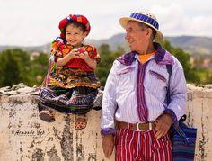 BIENVENIDO AL MES DE LA PATRIA Bueno para comenzar este Mes tan especial para nosotros los guatemaltecos, les compartimos esta bella imagen de nuestra gente de Todos Santos Cuchumatan, Huehuetenango Foto: Armando Seb