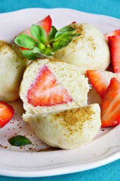 Raw maniaci a maniačky pozor! Mysleli ste si, že milované ovocné guľky už nikdy neochutnáte? Tak s nami áno. ;) Rýchle, fantastické a 100% raw.