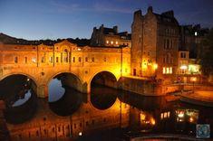 Orașul Bath din Somerset, Anglia de sud-vest, e un vechi oraș Roman care are unele din cele mai vechi urme romane din țară. Aici, o vedere nocturnă minunată a podului Pulteney