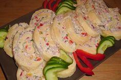 Käserolle mit Frischkäse und Kochschinken