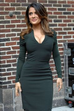 Salma Hayek amazing curves in a low cut green dress posing outside the Late Show