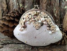Купить Марципан-2 - кремовый, роза, косметичка, фермуар, сумка, бархат, розовый, пастельный, бисер