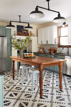 Home Renovation Modern Chalk paint cabinets, eccentric tile floors in cool and cozy kitchen Farmhouse Kitchen Cabinets, Modern Farmhouse Kitchens, Kitchen Paint, Home Kitchens, Farmhouse Style, Rustic Farmhouse, Annie Sloan Kitchen Cabinets, Kitchen Wood, Country Style