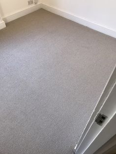 Installing Carpet to Stairs and Rooms in North London Residence #carpet #stairs #staircase #interior