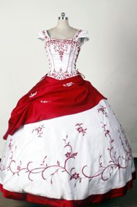 Red and White Square Quinceanera Gown with Embroidery Sleeves