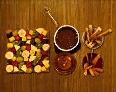 Fondue Chocolat con cioccolato svizzero e frutta fresca, secca e grissini dolci di nostra produzione www.lafondue.it